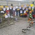 Stuttgart 28.12.2012: Mit einer lauten Aktion vor dem Finanzministerium warnten die Parkschützer Nils Schmid (SPD) per Motorsägenklänge und Bannern davor, den Gestattungsvertrag zur Zerstörung des Rosensteinparks zu unterschreiben. Der Rosensteinpark […]