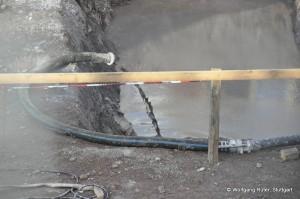 Beim Bau des Technikgebäudes konnte man bereits sehen, welch dreckige Brühe dieses Rohwasser in den Absatzbecken darstellt. Dabei wurde dort nicht mit Spritzbeton gearbeitet, sind dort keine Altlastenverdachtsflächen. Die Baugruben für die Tunnels sind ein ganz anderes Kaliber.