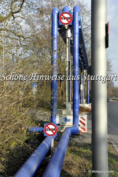 Auch auf der Rohrbrücke über die Zufahrt in den Rosensteinpark liegt die noch nicht genehmigte Verbundleitung; parkseitig die zu große Infiltrationsleitung.