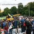 Zwei Jahre ist es nun her, das nach einer Montagsdemo der Platz des ehemaligen Zentralen Busbahnhofes in Stuttgart, von einer Menschenmenge besetzt wurde. Alle Bilder von Alexander Schäfer von diesem Tag sind in diesem Beitrag zu finden.