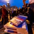 Ein Buch nicht nur für Widerständler! « Nach langjährigem Protest gegen Stuttgart21, im Laufe dessen das Bauvorhaben als völlig unsinnig entlarvt wurde, versteht die Stuttgarter Bürgerbewegung die Welt nicht mehr,