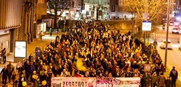 """Am 26.01.2015 fand die 257. Montagsdemo gegen das Immobilienprojekt """"Stuttgart 21″ auf dem Schlossplatz in Stuttgart statt. Unter dem Motto """"Lärm macht krank"""" versammelten sich bei nasskaltem Winterwetter ca. 1000 […]"""