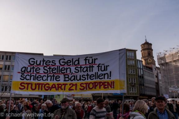 216. Montagsdemo auf dem Stuttgarter Marktplatz