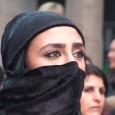 Mehrere zehntausende Menschen haben deutschlandweitbei Kundgebungen mehr Unterstützung für die bedrohten Kurden im nordsyrischen Kobane gefordert.Allein in Stuttgart gingen am Abend nach Polizeiangaben rund 10 000 Menschen auf die Straße(laut […]