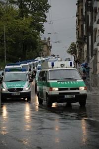 Polizeikonvoi zum 1. Mai