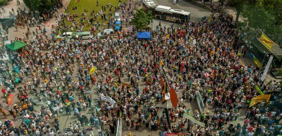 Impressionen vom 16.Juli 2016 aus Stuttgart. Die Gegner des Immoblilienprojektes Stuttgart 21 trafen sich diese Woche auch am Samstag zu einer Demonstration auf dem Stuttgarter Schlossplatz. Normalerweise treffen sie sich […]