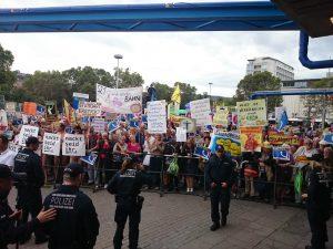 Proteste gegen die Grundsteinlegung bei Stuttgart 21