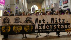 """Am Samstag den 07.07.2018 fand die Sommerdemonstration """"Wut, Witz, Widerstand! – S21 Katastrophe mit Ansage."""" gegen Stuttgart 21 vor dem Stuttgarter Hauptbahnhof statt. cams21 war für Euch dabei und […]"""