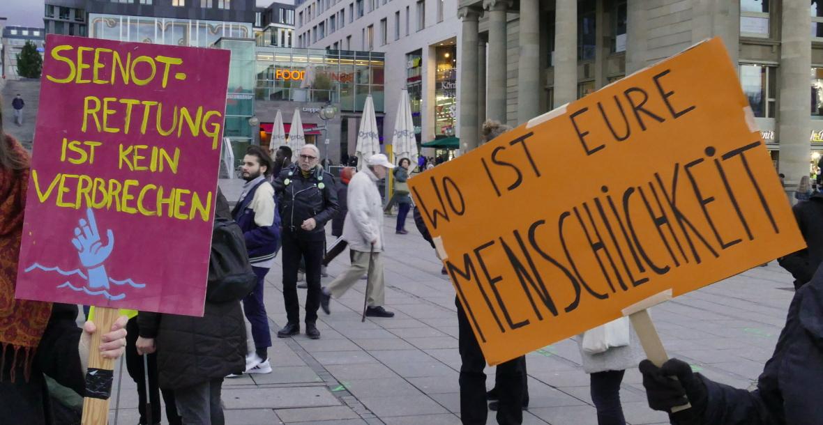 Protest gegen die Flüchtlingspolitik der Bundesregierung und der EU in Stuttgart